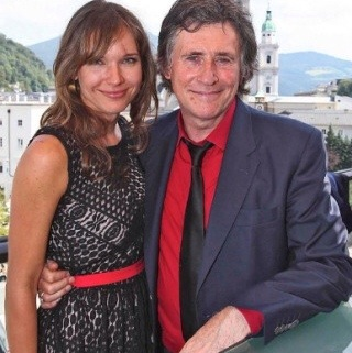The best: hannah beth king and gabriel byrne are dating sites